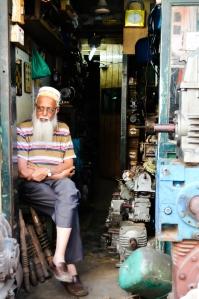 Chor bazaar, Mumbai India photography flyingonemptythoughts