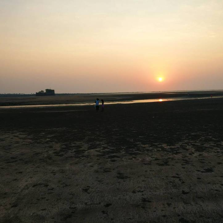 ©flyingonemptythoughts Kelwa kelva  beach