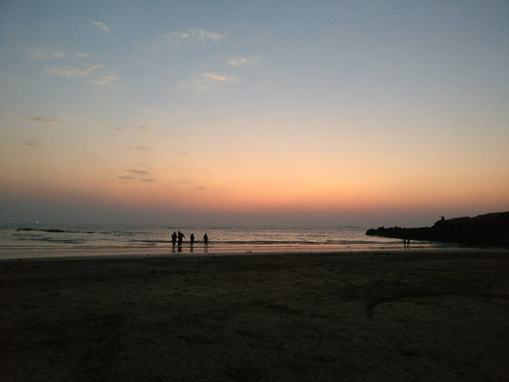 ©flyingonemptythoughts uttan beach, bhayandar