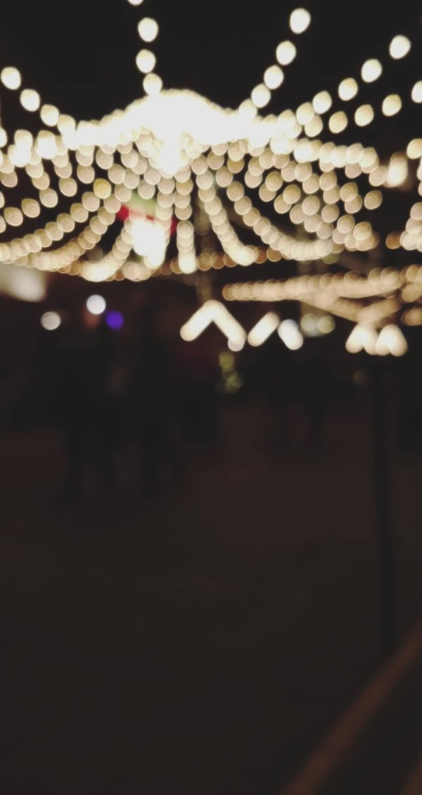 christmas market canada bokeh photography one plus 5t flyingonemptythoughts